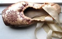 Lovely way of recycling an old pointe shoe and would like great on the wall of a girls room.