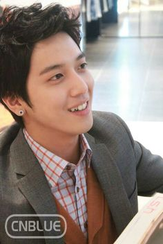 Ur teeth....make ur smile unforgetable.. >.<