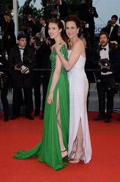 La sublime Andie MacDowell (en robeGiorgio Armani) est venue avec sa fille cadette, Sarah Margaret Qualley (en robeElie Saab).