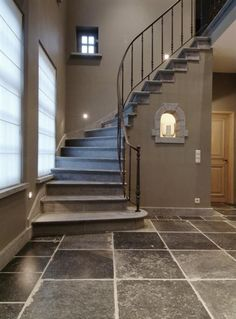 Stairs & wall color. Bourgondisch Kruis - Trap