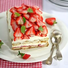 So creamy, fruity and refreshing. Real spring treat! Strawberry tiramisu! (in Croatian with translator)