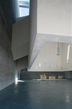I'm not a big fan of the work of Massimiliano and Doriana Fuksas but this church is one of the exceptions. I like the floating white element, the in between space and the lighting. Beautiful.