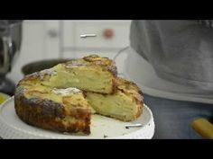 TARTA DE MANZANAS hecha alternando manzana cortada y crumble y banando con huevos y crema de leche.