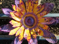 Recycled Metal Flower/ Metal Art/ Yard Decor/ Garden Flower by BorderCountryCorner on Etsy Tin Flowers, Flower Boxes, Tin Cans, Summer Wreath, Yard Art, Siblings, Metal Working, Recycling, Gardening