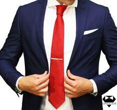 Nyakkendőtű ellátott Nyakkendő Piros Pontok, 2 darabos készlet Ez a csomag üzleti, vagy irodai öltözethez ajánlott. A kellékek egy külön egyéniséget biztosítanak a Méretek eleganciájával: nyakkendő: maximális szélessége a hegyénél 8 cm, a nyakkendő dísztű hosszúsága 6 cm.A nyakkendő anyaga: polyester; a nyakkendő dísztű rozsdamentes acél; Típus: klasszikus; Modell: Mértani; Tisztítás: Nem kell mosni. Tűri a vegyszeres tisztítást. Style Men, Club, Mens Fashion, Men With Style, Moda Masculina, Man Fashion, Man Style, Fashion Men, Guy Style