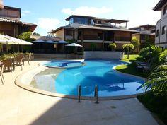 Apartamento com mobiliá e decoração de altíssimo padrão e vista privilegiada para a Lagoa Timeantube à venda em Praia do Forte, Bahia, Brasil.