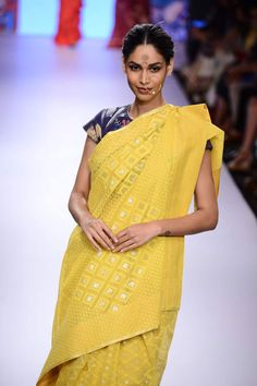 A model walking on the ramp for designer Gaurang on Day 2 of the Lakme Fashion Week Desi Clothes, Indian Clothes, Indian Dresses, Ethnic Fashion, Indian Fashion, High Fashion, Womens Fashion, Pakistani Outfits, Indian Outfits