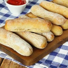 Home made hot dog buns. Bread Recipes, Dog Food Recipes, Cake Recipes, Cooking Recipes, Vegan Vegetarian, Vegetarian Recipes, Making Hot Dogs, Cocktail Desserts, Swedish Recipes