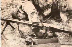 German soldier from a Luftwaffe Division got killed beside his MG-42