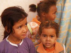 niños saharauis saliendo del cole