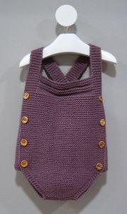 Extreme Cute Knitted Baby Rompers – Knitting And We Knitting For Kids, Baby Knitting Patterns, Baby Patterns, Knitted Baby Clothes, Knitted Romper, Baby Outfits, Baby Dresses, Tricot Baby, Beau Crochet