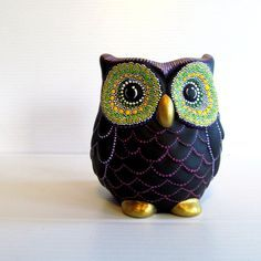 Owl Vase: Small hand painted ceramic Owl vase by PearlesPainting Ceramic Owl, Ceramic Animals, Pottery Painting, Ceramic Painting, Craft Stick Crafts, Clay Crafts, Owl Home Decor, Owls Decor, Owl Quilts