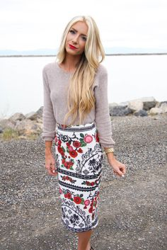 Printed pencil skirt with a thin sweater