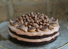 Black Magic Cake - en fantastisk god sjokoladekake - Francisco& Beautiful World, Magic Chocolate Cake, Chocolate Desserts, Baking Recipes, Cake Recipes, Dessert Recipes, Cake Cookies, Cupcake Cakes, Black Magic Cake, Norwegian Food
