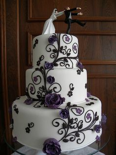 I just love this cake. Great color, amazingly funny topper.