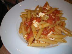 http://www.gingerandtomato.com/mangiare-dietetico/penne-mozzarella/