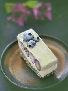 Raw Blueberry Spirulina Cheesecake Slice (Free From: gluten & grains, dairy…  #kombuchaguru #rawfood Also check out: http://kombuchaguru.com