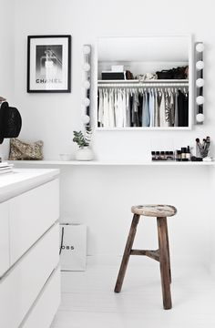 We adore this stunning white walk in wardrobe! Who else wishes they had this within their home?! More on: http://stylizimoblog.com/tag/walk-in-closet/page/2/