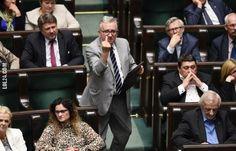 Poseł PiS pokazał środkowy palec w Sejmie #poseł #PIS  #środkowy #palec #sejmie