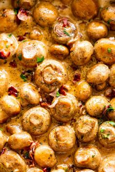 Creamy Garlic Mushrooms with Bacon! A mushroom side dish prepared with butter, garlic, bacon & cream. An easy & quick recipe that's also low-carb + Keto. Steak Sides, Steak Side Dishes, Keto Side Dishes, Creamy Garlic Mushrooms, Baked Mushrooms, Bacon Stuffed Mushrooms, Mushroom Side Dishes, Mushroom Soup, Bacon Mushroom