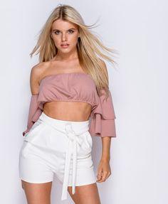 Hvide plisserede shorts med sløjfe
