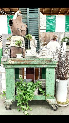 Antique Interior, Antique Decor, Vintage Home Decor, Vintage Market Days, Vintage Shops, Vintage Antiques, Thrift Store Furniture, Thrift Store Crafts, Vintage Industrial Furniture