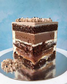 Когда у меня спрашивают, какой торт любимый❤️ ⠀ Насыщенные шоколадные коржи, домашняя солёная карамель, грецкие орехи, мусс на тёмном… Fancy Desserts, Fancy Cakes, Just Desserts, Torte Cake, Cake Bars, Inside Cake, Crazy Cookies, Nutella Cake, Cake Tasting