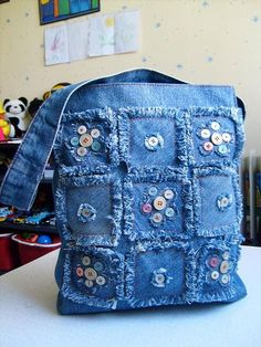 Geniales ideas para reciclar jeans - Hat Tutorial and Ideas Artisanats Denim, Denim Purse, Jean Crafts, Denim Crafts, Patchwork Bags, Quilted Bag, Denim Patchwork, Patchwork Quilting, Denim Fabric