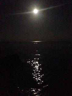 Luna piena che illumina il mare  #moon #luna #sea #mare