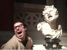 13 People Caught Having Fun at the Museum Funny Cute, The Funny, Hilarious, I Love To Laugh, Make Me Smile, Tableaux Vivants, Funny Dog Pictures, Funny Pics, Funny Stuff