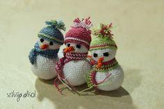 Szilvija Alkot: Amigurumi Hóember leírása Knit Crochet, Alice, Christmas Ornaments, Knitting, Holiday Decor, Mini, Crafts, Babies, Amigurumi