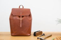 Vicus Pelle - Handcrafted leather backpack. Our leather backpack is your perfect companion for a hike at the mountain or for a walk through the city. Handmade rucksack from start to finish.