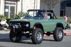 A Brief History Of Ford Trucks – Best Worst Car Insurance Ford 4x4, Ford Pickup Trucks, 4x4 Trucks, Cool Trucks, Tonka Trucks, Small Trucks, Lifted Trucks, Old Bronco, Bronco Truck