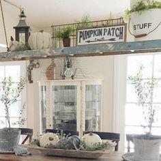Awesome 88 Cozy Farmhouse Fall Decor Ideas for Dining Room. More at http://88homedecor.com/2017/09/06/88-cozy-farmhouse-fall-decor-ideas-dining-room/