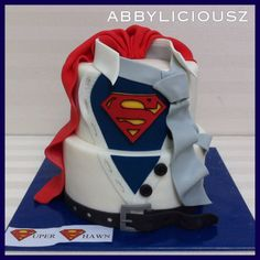 Superman cake Best Picture For mini Cake Design For Your Taste You are looking for something, and it is going to tell you exactly what you are looking for, and you didn't find that pictur Fancy Cakes, Mini Cakes, Cupcake Cakes, Pretty Cakes, Cute Cakes, Bolo Super Man, Superman Cakes, Superman Party, Chocolate Cake Designs