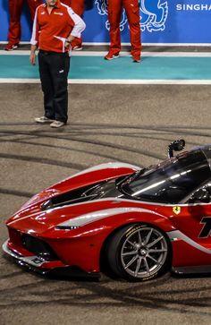 Ferrari Laferrari FXX-K - Wow, that's sweet. Ferrari Laferrari, Maserati, Bugatti, Pretty Cars, Nice Cars, Fancy Cars, Top Gear, Koenigsegg, Hot Cars