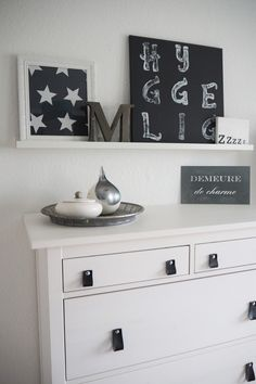 Schlafzimmer in grau-weiß - Bedroom