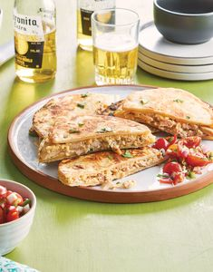 Tuna Melt Recipes-A Classic Tuna Melt is among well known lunch recipes ever. A tuna melt is a warm, open-faced sandwich made out of tuna salad and topped with tomato a. Fish Quesadilla, Quesadilla Recipes, Tuna Recipes, Mexican Food Recipes, Quesadillas, Tuna Melt Sandwich, Tuna Melts, Delicious Sandwiches, Wrap Sandwiches