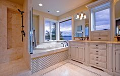 Displaying 14 Images For Master Bathroom Traditional Master ...