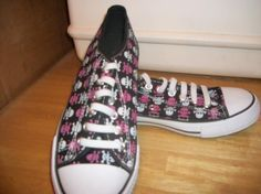 977 NEW  WHITE, BLACK, PINK SKULL SNEAKER SHOES SIZE 7