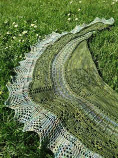 Washington Park Shawl by Debbi Stone. malabrigo Sock in Ivy and Indiecita.