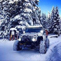 White Jeep in the Snow Jeep Jk, Auto Jeep, Jeep Cars, Jeep Wrangler Girl, Jeep Wrangler Rubicon, Jeep Wrangler Unlimited, Jeep Wagoneer, Hummer Truck, Jeep Truck