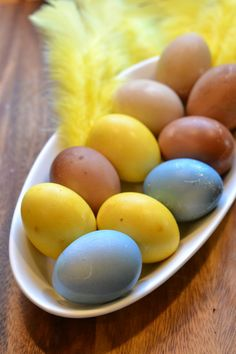 Luonnonväreillä värjätyt munat pääsiäiseksi