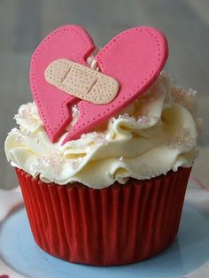 Cupcake heartbreaker - all you need is a glass of wine!