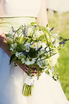 Montana Daisy Bridal Bouquet with Grass Arches