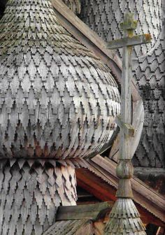 Some of those onion dome roofs are left in their natural colour, some are painted. The ones in Kizhi are painted in silver.