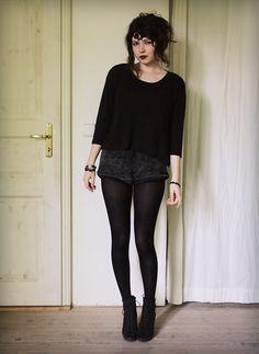 shorts w/tights + longsleeve top + boots Dark Fashion, Gothic Fashion, Fashion Beauty, Stylish Outfits, Cute Outfits, Fashion Outfits, Witch Outfit, American Apparel Shorts, Alternative Fashion