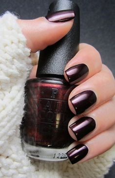 Black burgundy nails, perfect for fall and winter.