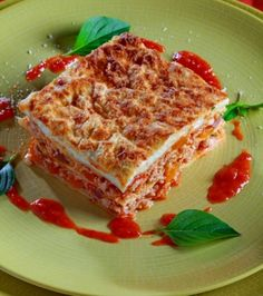 Delicious Lasagna With Minced Chicken & Vegetables Giannis Loukakos Cookbook Recipes, Cooking Recipes, Healthy Recipes, Mario Batali, Tv Chefs, Chicken And Vegetables, Greek Recipes, Lasagna, Creme