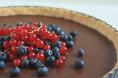 Křehký čokoládový koláč s ovocem – The Olive Fruit Salad, Cheesecake, Cherry, Recipes, Food, Fruit Salads, Cheesecakes, Essen, Eten